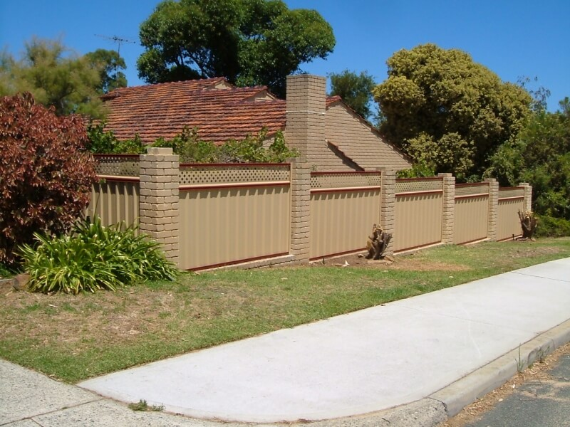 Lattice Screen Fence, Perth. Red Oak Trim And Harvest Infill Sheeting.