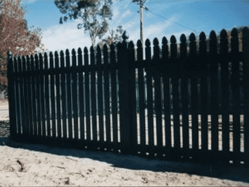 Painted Colonial Saxon Style Pine Timber Picket Fence In Shelley