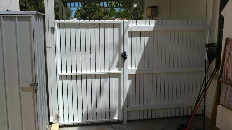 Pine Gate Fremantle, 70x19mm Pickets, Rear View