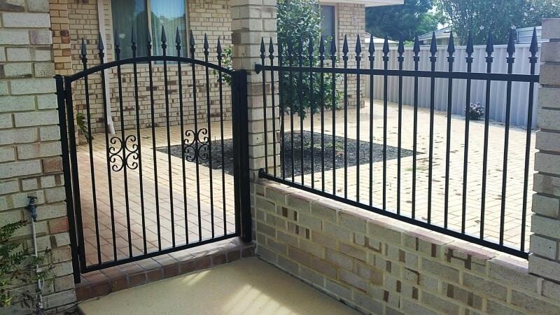 Tubular Steel Sentinnel Design Fence And Gate Thornlie