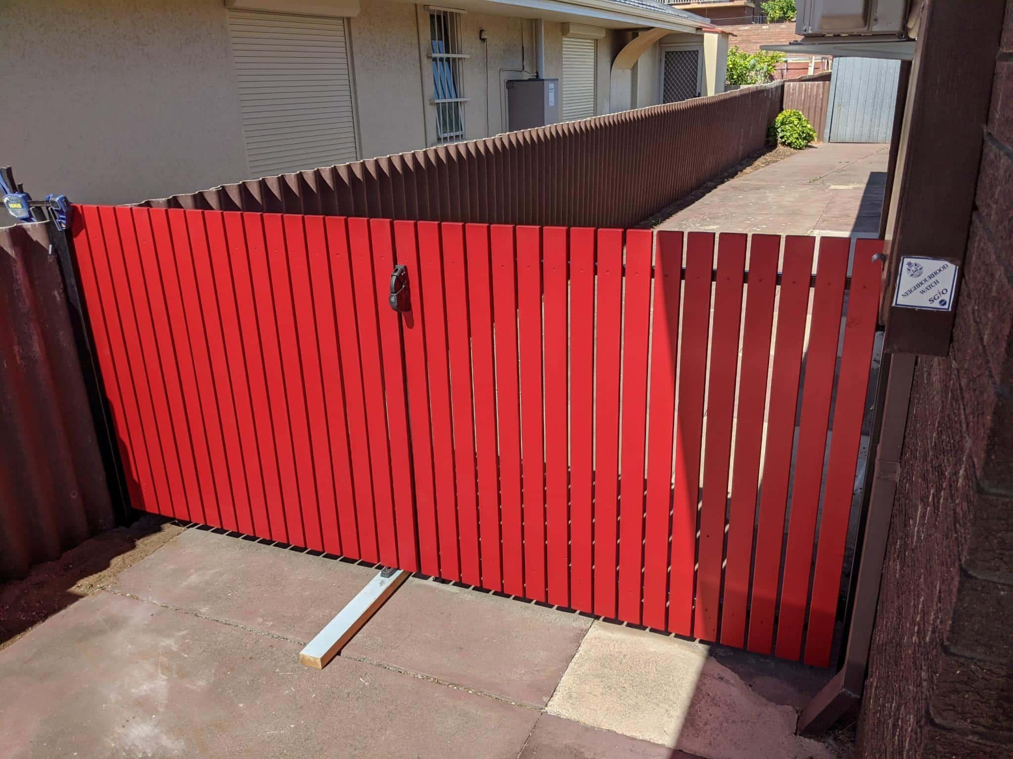 Painted timber driveway gates Hamilton Hill Img 3139