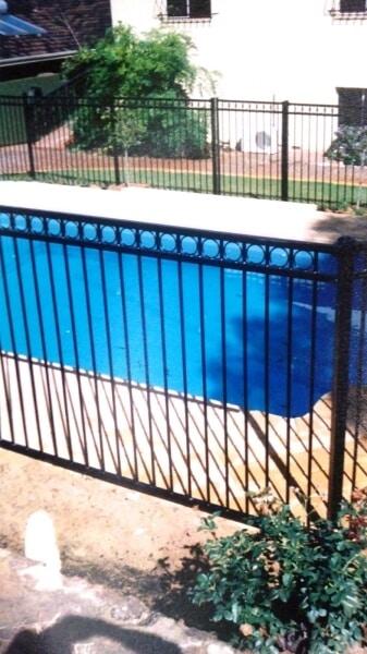 Tubular Steel Fence Circle Design Dalkeith