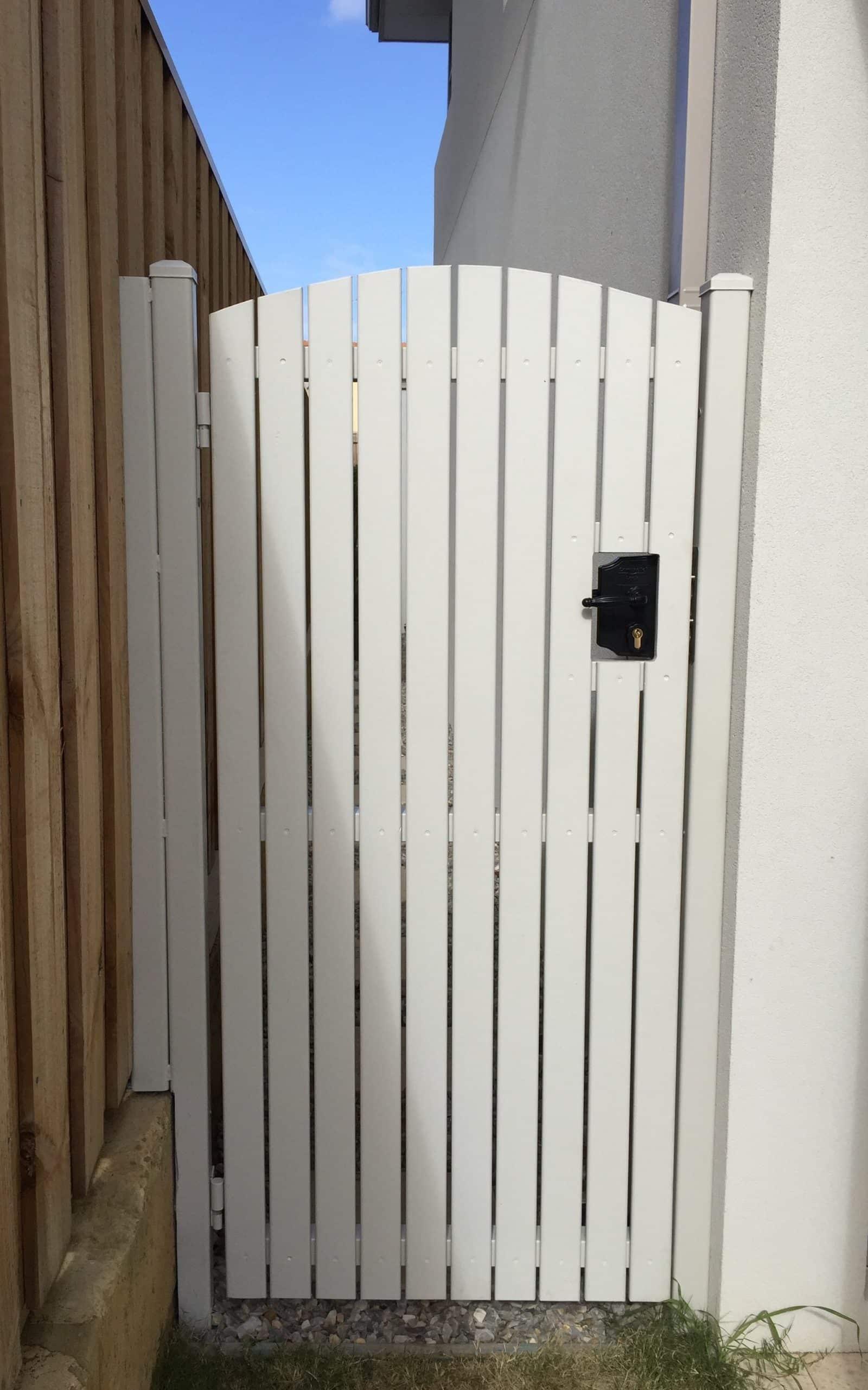 Pine Gate With Comunello Lock